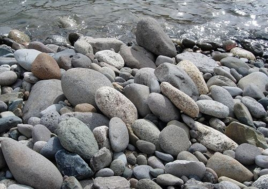 An imbrication of stones.